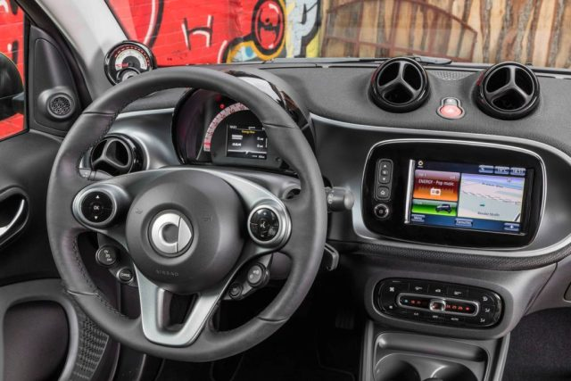 2017 smart fortwo coupe electric drive (Euro spec image)