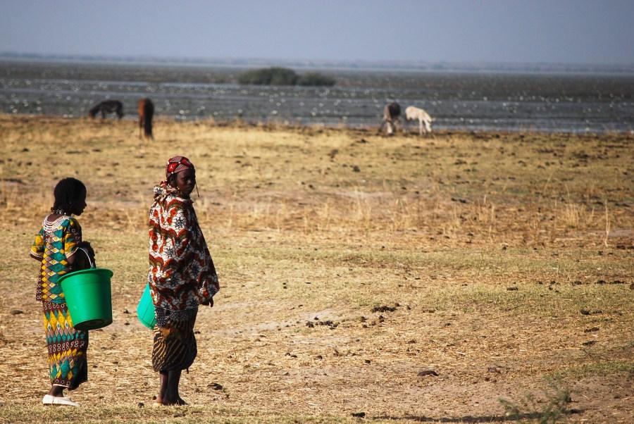 Pastoralist women migrate through the arid land of Burkina Faso. Daniel Tiveau, CIFOR