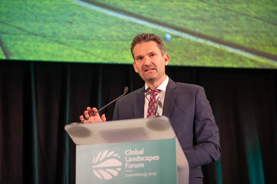 Tim Christophersen of UNEP speaks at a Global Landscapes Forum symposium in Luxembourg. Pilar Valbuena, Flickr