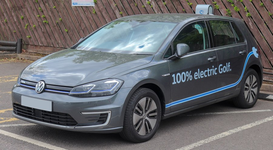 A 2019 Volkswagen e-Golf in Leamington Spa, UK. Vauxford, Wikimedia Commons