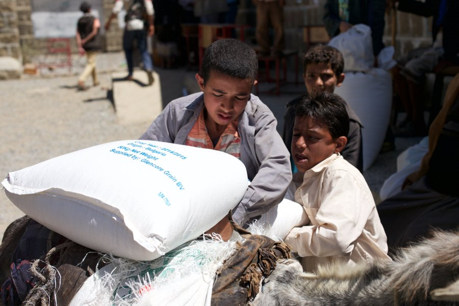 A World Food Program food distribution in Yemen, which has been wracked by conflict since 2014. Julien Harneis, Flickr
