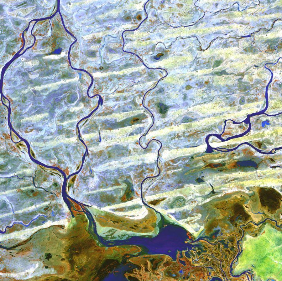 The Niger River passes through an arid region in Mali. USGS, Unsplash