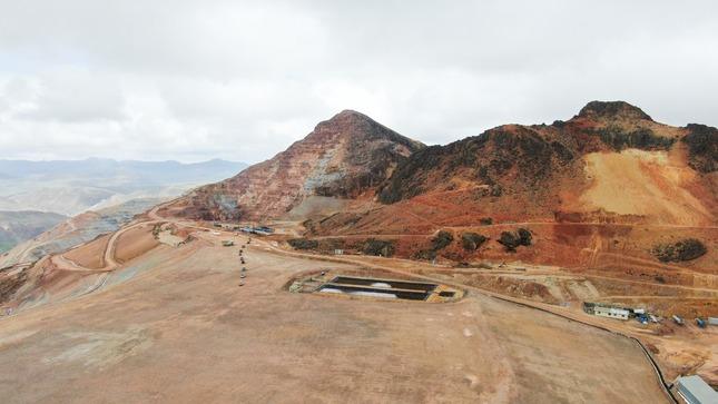 Mining activity near the Llallimayo basin in Peru's Melgar province. MInesterio del Ambiante