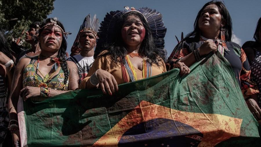 Más de 4000 indígenas se reunieron en Brasilia en 2019 para protestar contra las violaciones de los derechos indígenas por parte del Gobierno brasileño. Apib Comunicação, Flickr
