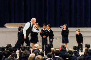 Storyteller Delights Lower School Students with Tales of Courage