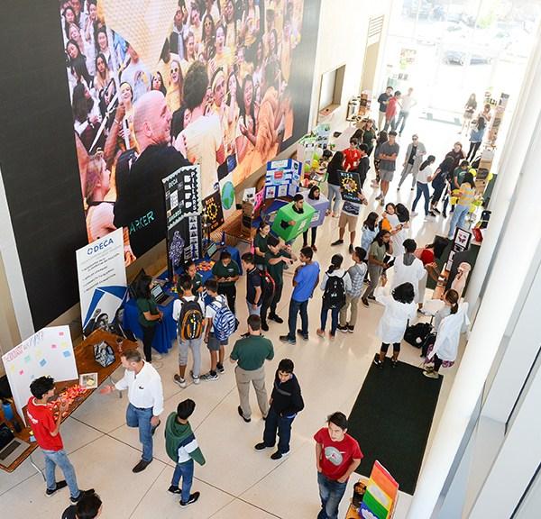 Upper school students peruse wealth of club options at Club Fair