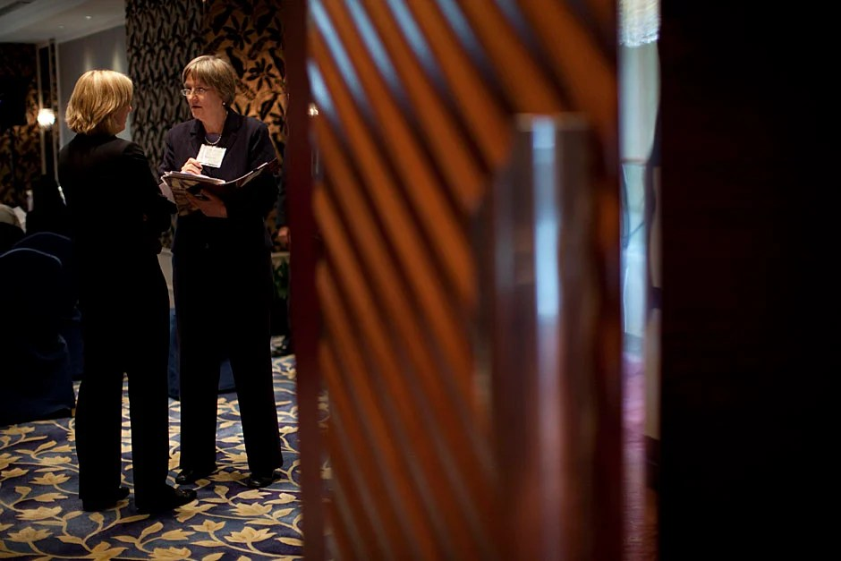 Heenan and Faust speak before the briefing. Stephanie Mitchell/Harvard Staff Photographer
