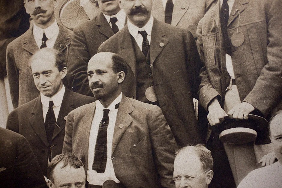 Detail of W.E.B. Du Bois (center) in a group photo of the 20th Class Reunion of the Class of 1890 on June 28, 1910 in Tempest Knob. Credit: Harvard University Archives, HUPSF Class of 1890 (PA 1)