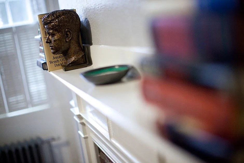 A bust of President Kennedy is on display in the room. Stephanie Mitchell/Harvard Staff Photographer