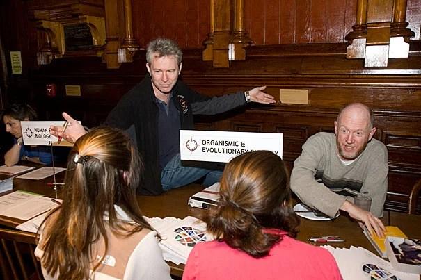 Andrew Berry (left), an undergraduate adviser for organismic and evolutionary biology, and David Haig, the George Putnam Professor of Organismic and Evolutionary Biology, speak with students about the Department during Advising Fortnight.