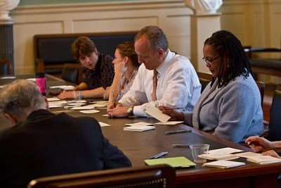 Faculty of Arts and Sciences Dean Michael D. Smith (left) and College Dean Evelynn M. Hammonds (right) attended a Giving Thanks Open House, where they shared in the spirit of appreciation. The session was just one of nearly 10 that will be held across Harvard in the coming weeks to offer faculty, staff, and students the chance to share messages of appreciation with each other.
