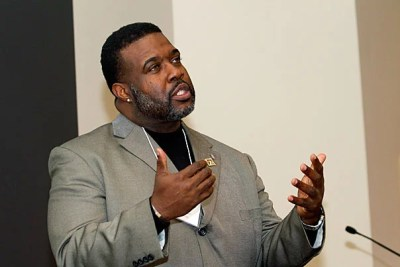 """The Rev. Jamie Washington, a founding member of the Social Justice Training Institute, offered """"10 tips"""" for engaging with BGLTQ issues during his keynote address at the opening of the new Office of BGLTQ Student Life."""
