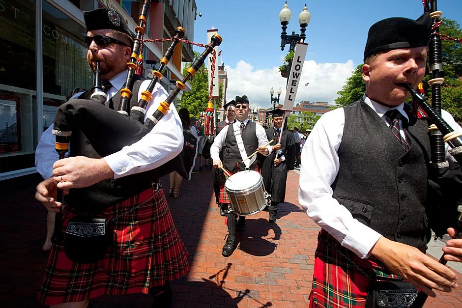 Colorful bagpipers lead the Lowell House procession through Harvard Square. Rose Lincoln/Harvard Staff Photographer