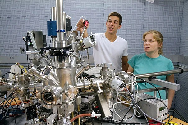 """In an effort to better understand the phase, called the """"pseudogap,"""" Associate Professor of Physics Jenny Hoffman (right) and Ilija Zeljkovic, a graduate student working in Hoffman's lab, began studying where oxygen atoms — a critical element added (""""doped"""") to a copper-based ceramic to create the superconducting material —are located in the material's crystal structure."""