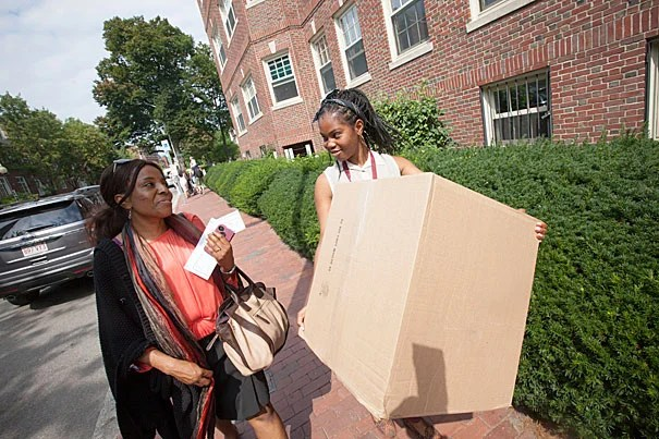 Ezinne Nwankwo '17 of Los Angeles moves into Pennypacker Hall with help from her mother, Chi Ezeale.