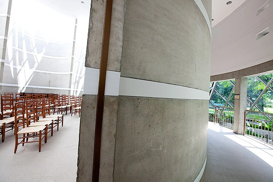 The building is comprised of two very distinct sides: a solemn, simple chapel and a lively, lush garden.