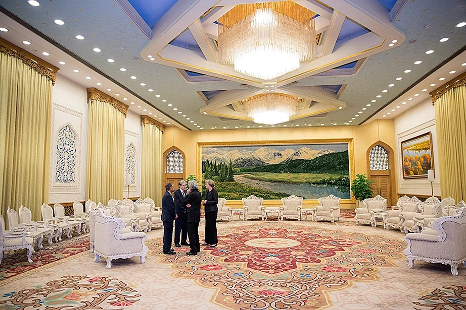 Drew Faust (right) talks with Harvard delegation members Krishna G. Palepu (from left), the Ross Graham Walker Professor of Business Administration; Julio Frenk, dean, Harvard T. H. Chan School of Public Health; and Mohsen Mostafavi, professor of architecture and dean of the Graduate School of Design, before meeting with  Chinese President Xi Jinping.