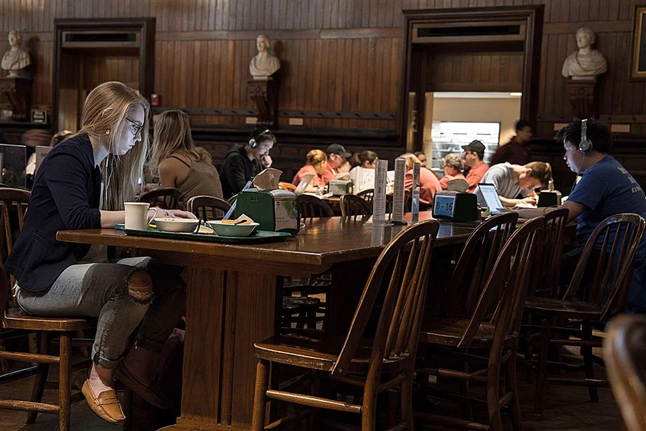 Amelia Lamp '19 studying in Annenberg Hall.