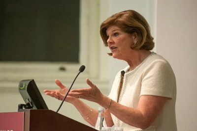 """""""In the media climate now, where fact and opinion are hopelessly intertwined, people gravitate to where they feel comfortable. And there's no question in my mind that this has deepened the partisan chasm in our country and has added to the dysfunction in Congress,"""" said Ann Compton, former ABC News journalist and member of the White House Press Corps, at the Lowell Lecture."""