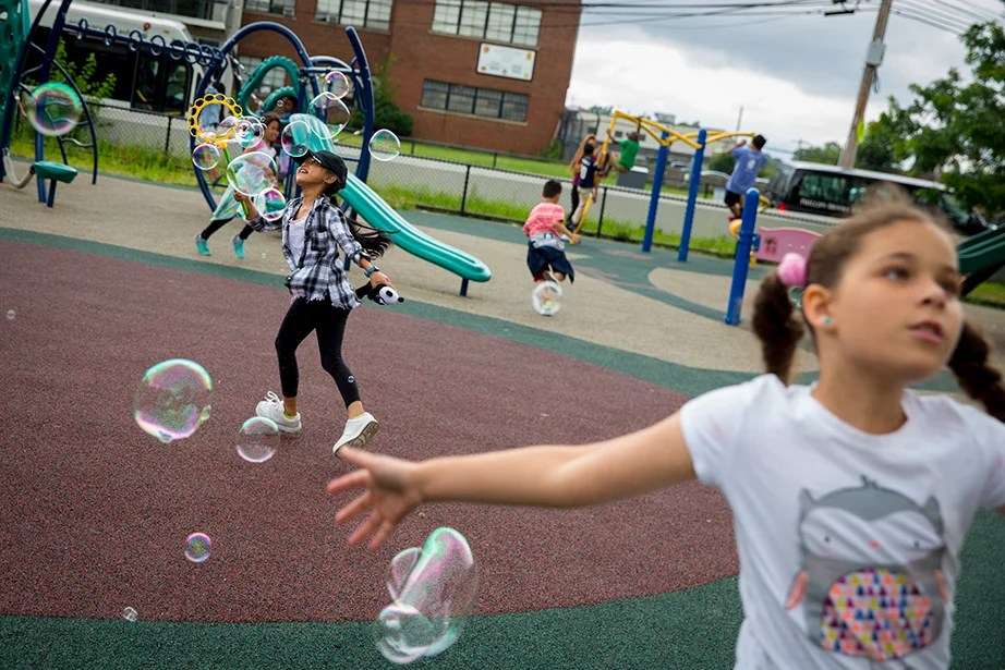Trinh Bui (left) and Taina Suazo, both 9, play with bubbles.