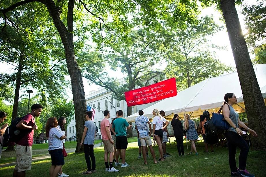 Freshmen line up at the key-distribution tent. Stephanie Mitchell/Harvard Staff Photographer