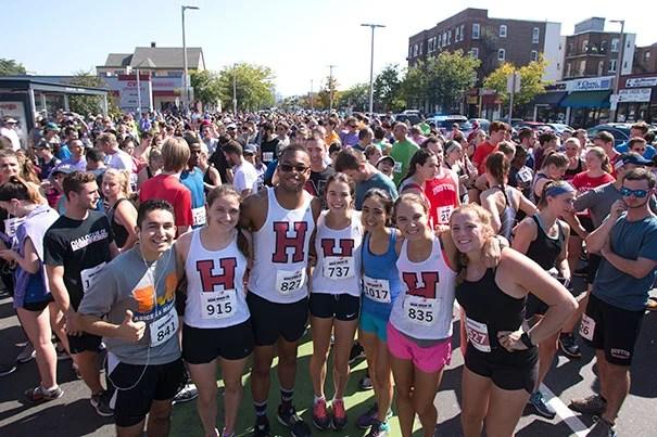 Crowd of Harvard runners for Honan 5K