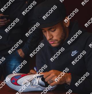 icnjsb2-neymar-jr-signed-nike-hypervenom-white-boot