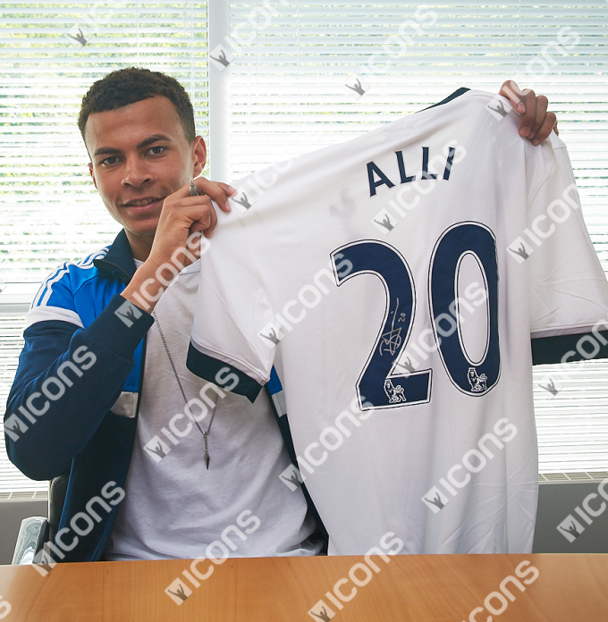 ICDASS2-Dele-Alli-Back-Signed-Tottenham-Hotspur-2015-16-Home-Shirt HOLDING
