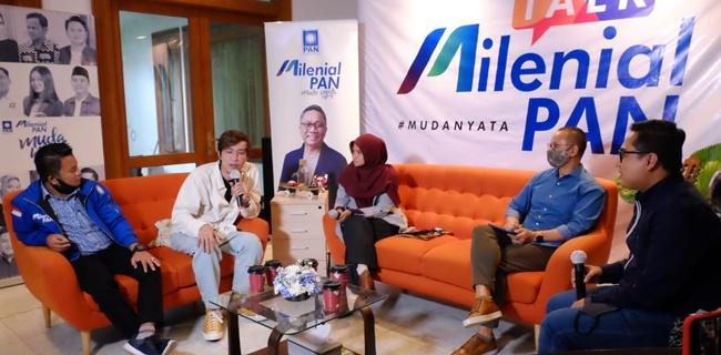 Dokter Tirta Mandira Hudi (dua dari kiri) saat menjadi narasumber di acara Milenial Talk