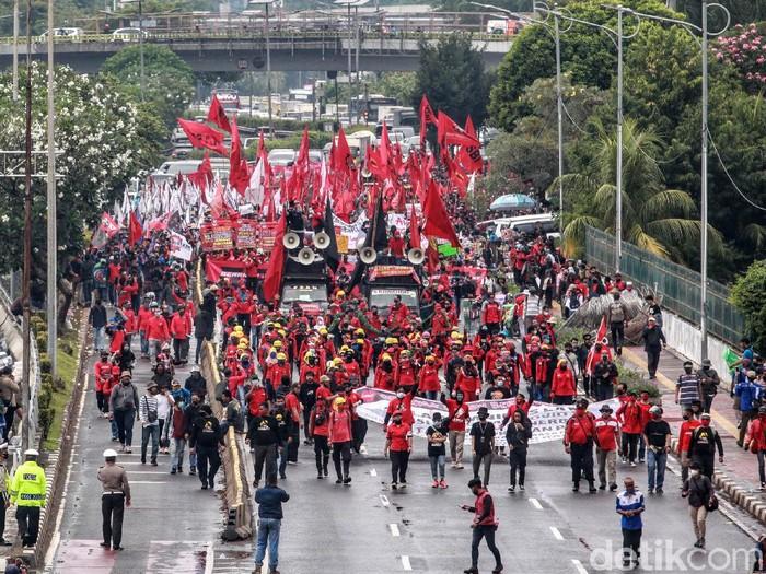 Ilustrasi massa buruh menggelar demo di depan gedung DPR, Jakarta. (Ari Saputra/detikcom)