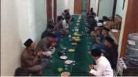 Gus Nur Ditangkap, PCNU Cirebon Gelar Syukuran Potong Tumpeng
