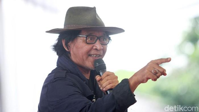 Sujiwo Tejo: Jika Pak Jokowi Ingin Warga Kritik, Tertibkan Buzzer Penumpang Gelap