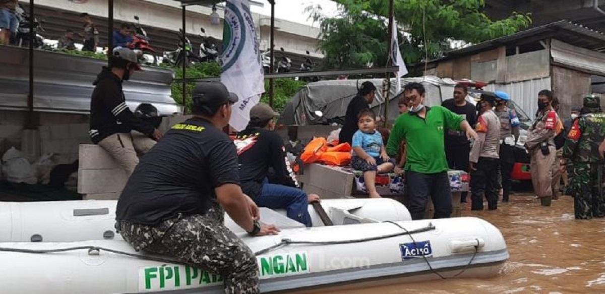 Politisi PDIP Sindir FPI yang Dibubarkan Bantu Warga Kebanjiran: Kami Negara Pancasila