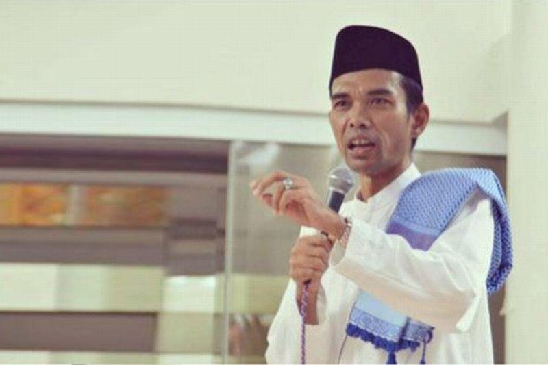 Minta Ditiup Ubun-Ubunnya, Ustadz Abdul Somad Buka Peci di Depan Kiai Sepuh NU Jatim
