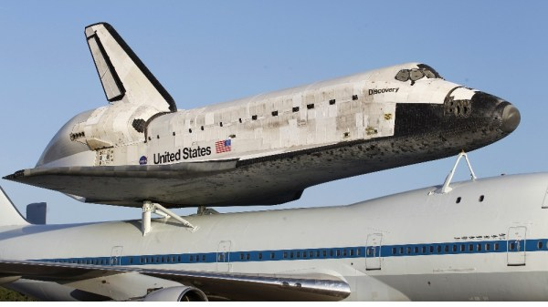 NASA space shuttle catches ride to retirement home - ITV News