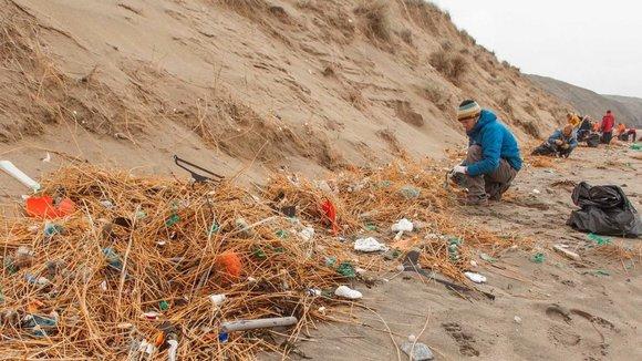 Rubbish 'decades old' found on Britain's beaches - ITV News