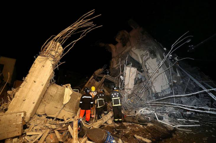 Число жертв землетрясения на Тайване достигло 23 (+ видео)