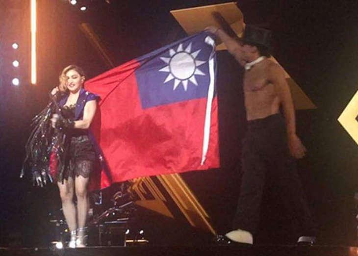 Китайцы раскритиковали Мадонну за флаг Тайваня