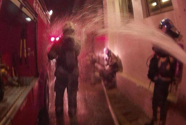 11 пожарных получили химические ожоги во время борьбы с огнём. Химический ожог