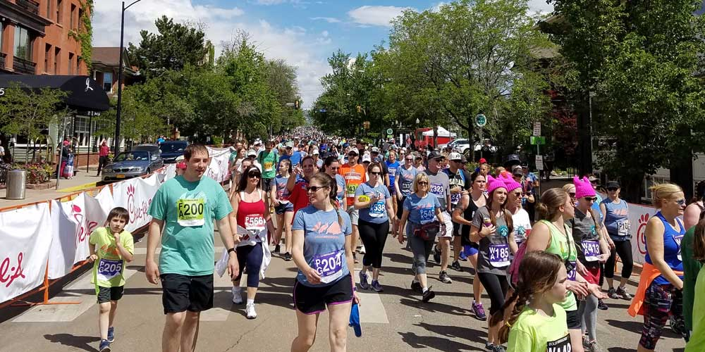 runners at the bolder boulder