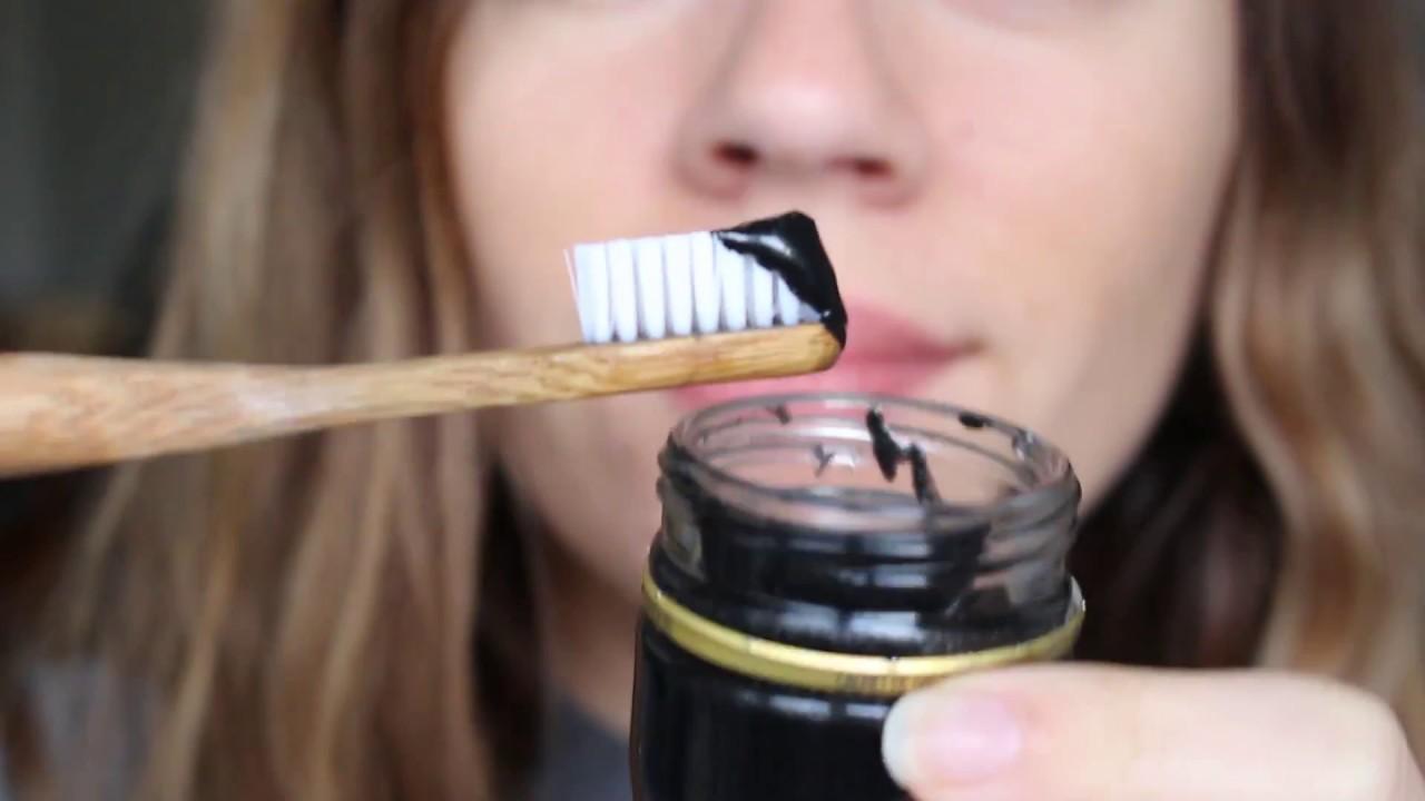 Apakah Activated Charcoal atau Arang Aktif Benar-benar Efektif Memutihkan Gigi ?