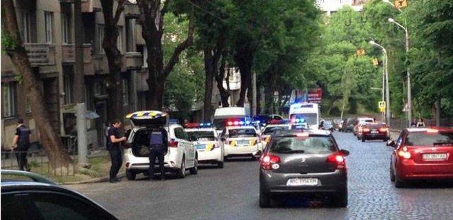 Во Львове при оформлении ДТП патрульная получила ножевые ...