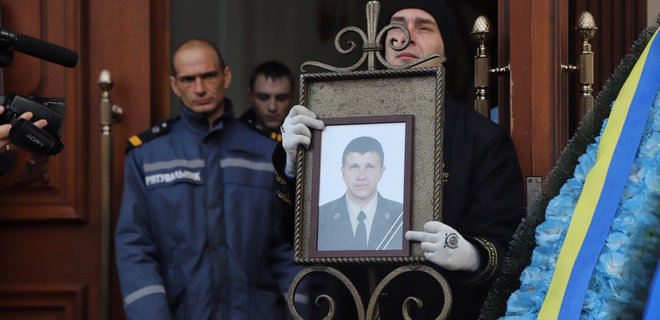 Пожар в колледже Одессы. Люди прощаются с погибшим ...