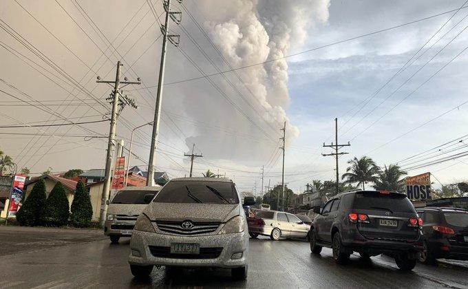 Пепел и молнии. Извержение вулкана на Филиппинах - фото и видео