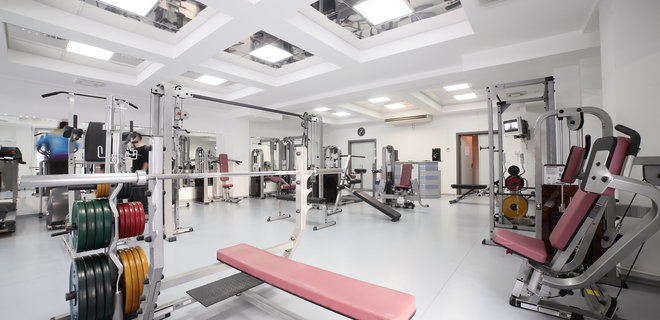 """В Польше тренажерный зал назвали """"Церковью здорового тела ..."""