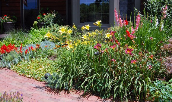 Spring Gardening Tips to Improve Curb Appeal (Image courtesy of Mark Levisay on Flickr; used under license.)