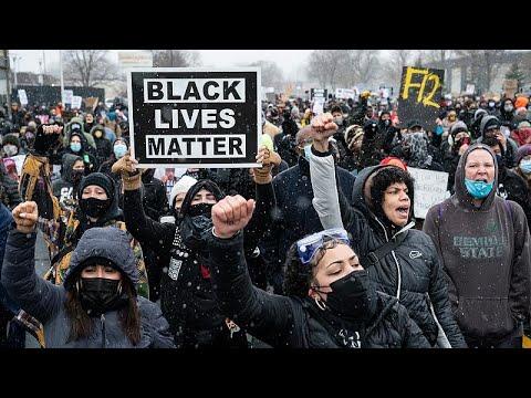 Black Lives Matter: «Ο Φλόιντ και ο Ράιτ έχουν το πρόσωπο όλων μας» λένε διαδηλωτές στη Μινεάπολη…