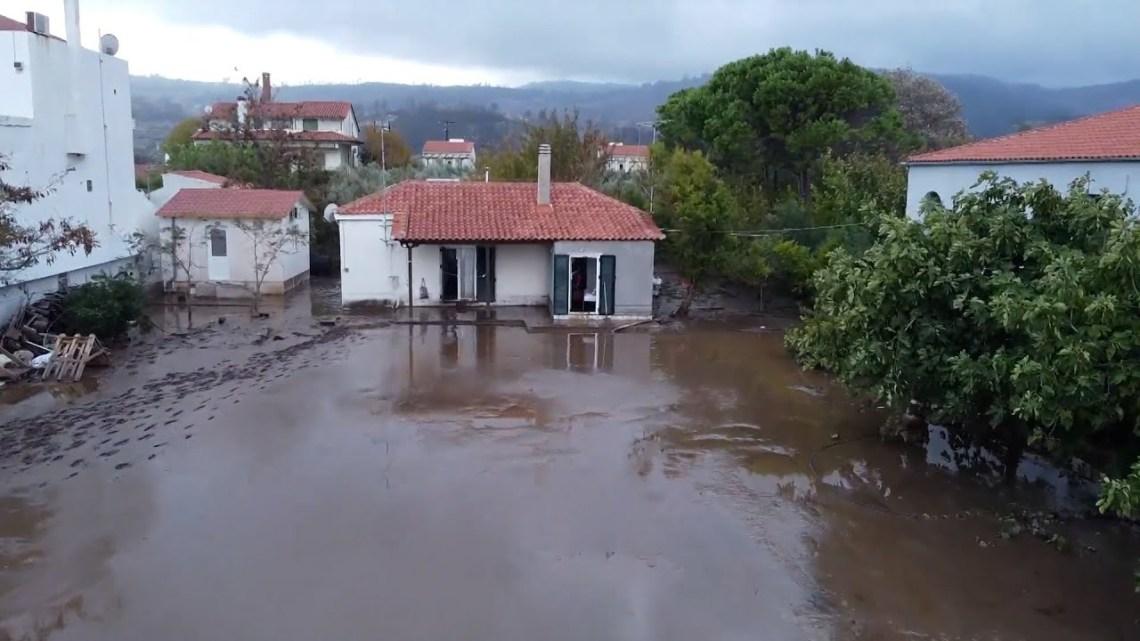 Πλημμύρες προκαλούν όλεθρο στη Βόρεια Εύβοια μετά από τις καταστροφικές πυρκαγιές