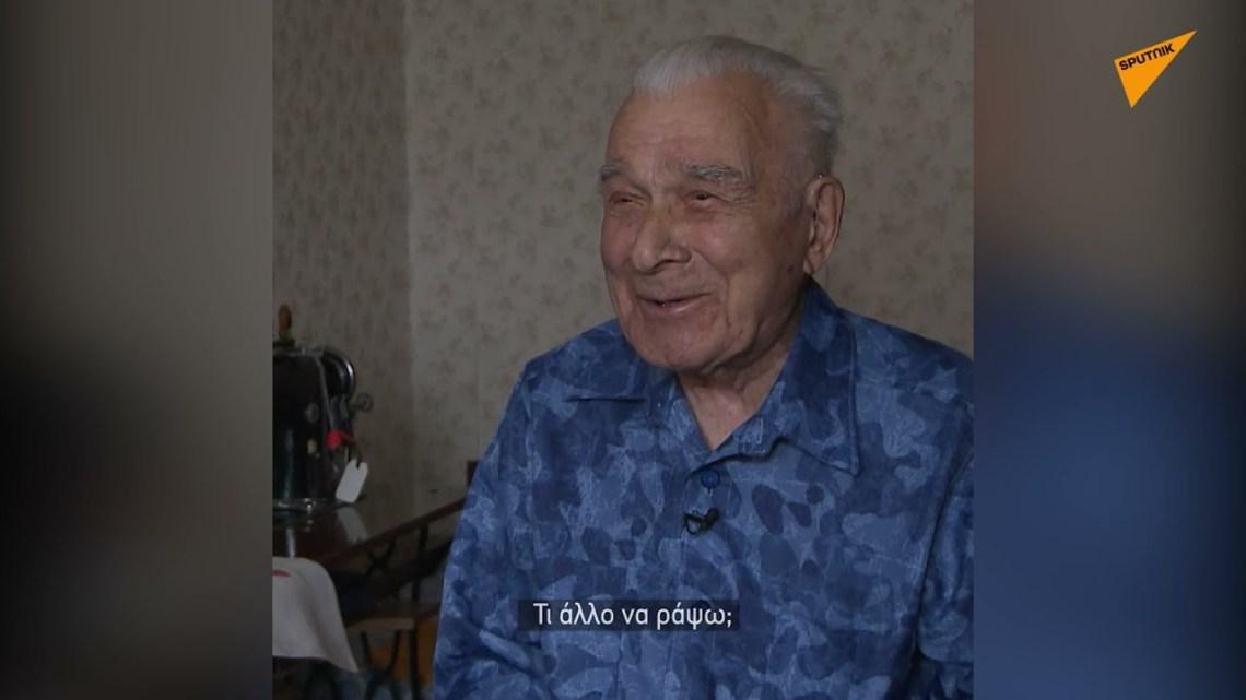 Βετεράνος του Β' Παγκοσμίου Πολέμου ράβει τσάντες για καλό σκοπό