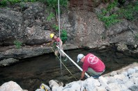 Ayral (in red) helps Gourley hoist up the LiDAR on two eight feet poles joined together. (Puja Bhattacharjee/MEDILL)